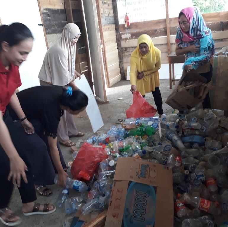Penampungan sampah Bank Sampah Besulutu