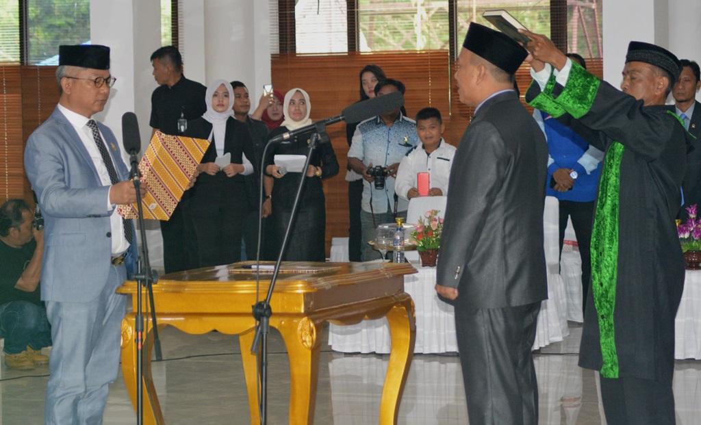 Muh Akhrul saat pengambilan sumpah janji oleh Ketua DPRD Konawe, Gusli Topan Sabara