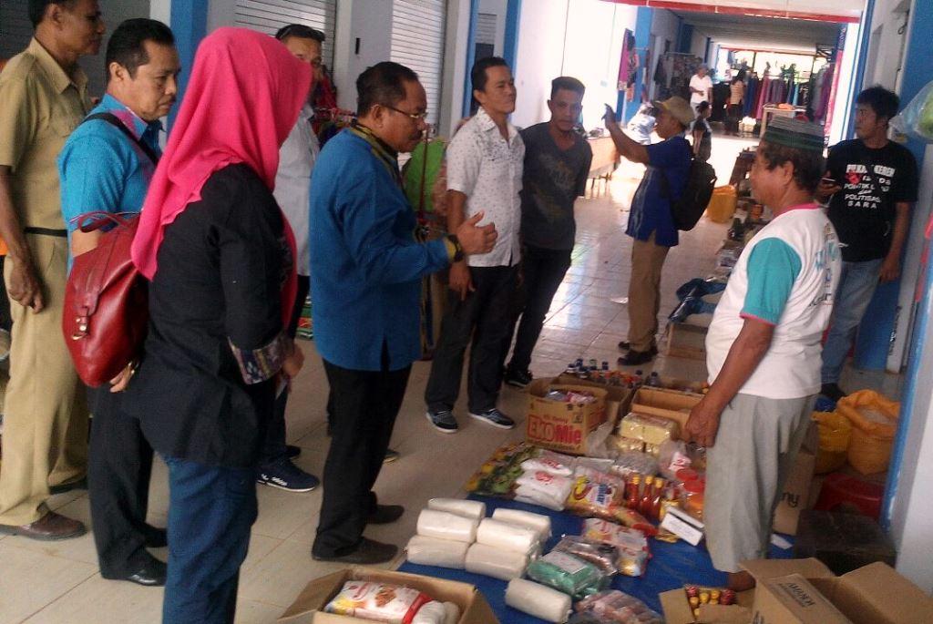 Komisi II DPRD Konawe saat menggelar Kunjungan Kerja ke Pasar Moderen Kapita Lau Dalami Sampara.