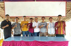 Foto bersama pengurus Askab PSSI Konawe, Ketua Letehina (tengah baju putih), Wakil Ketua Abd Rahman, Sekjen Muzakkir dan Exco Askab PSSI Konawe .