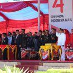 HUT KE-74 RI – Bupati Konawe, Kery Saiful Konggoasa saat meminpin upacara pengibaran bendera pada perayaan HUT ke-74 Republik Indonesia.