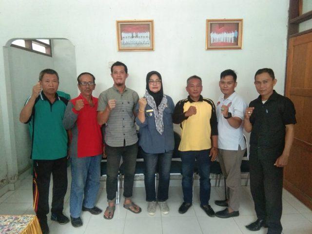 Pengurus Asosiasi BPD se-Kecamatan Konawe bersama Camat Konawe, Sitiana, S.Sos (tengah).