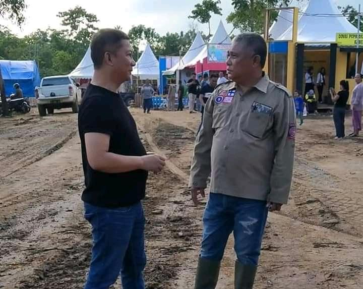 Bupati Konawe, Kery Saiful Konggoasa dan Wakil Bupati Konawe, Gusli Topan Sabara saat meninjau lokasi Konawe Expo ke-60 tahun.