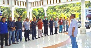 Bupati Konawe, Kery Saiful Konggoasa saat memimpin pertemuan bersama pejabat lingkup Pemda Konawe dalam menyikapi hasil positif virus covid-19 alis corona dua warga Konawe.