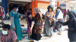 Lagi, GMCK Kembali Bagi-bagi Masker Gratis di Pasar Wawotobi