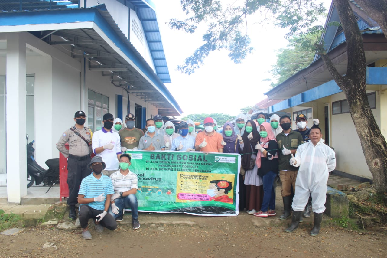 Perusahaan TPM dengan bekerjasama Asosiasi Gabungan Pengusaha Kelapa Sawit (GAPKI) melakukan penyemprotan dinsfektan di pasar Anggaberi Kecamatan Unaaha, Jum'at tadi.