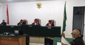 Sidang dakwaan perdana tujuh tersangka perkara PT Naga Bara Perkasa yang dipimpin langsung oleh Ketua Pengadilan Negeri Unaaha Febrian Ali, SH, MH selaku Hakim Ketua, Selasa (7/7/2020)