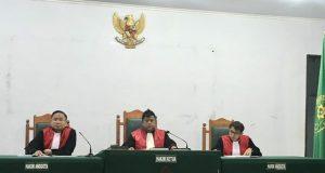 Suasana persidangan terhadap tujuh tersangka perkara PT Naga Bara Perkasa (PT NBP) di Pengadilan Negeri (PN) Unaaha, yang dilakukan secara online melalui teknologi video conference.