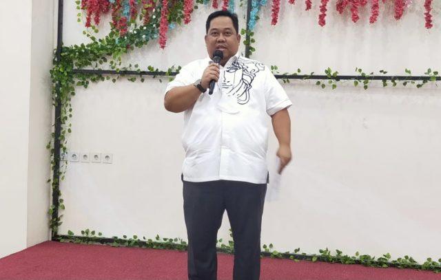 Calon Ketua Umum KADIN Sultra, Anton Timbang dalam sambutannya usai penyerahan surat dukungan pencalonan dari KADIN kota/kabupaten, di Kota Kendari Minggu malam (3/1/2021).