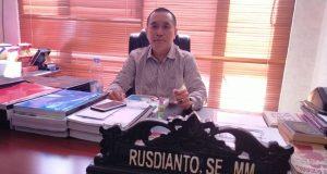 Wakil Ketua DPRD Konawe, Rusdianto ditemui di ruang kerjanya.