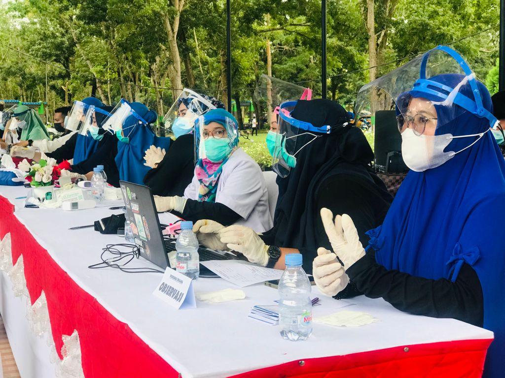 Pelaksanaan program vaksinasi massal di pelataran Kantor Bupati Konawe, Rabu (30/6/2021).