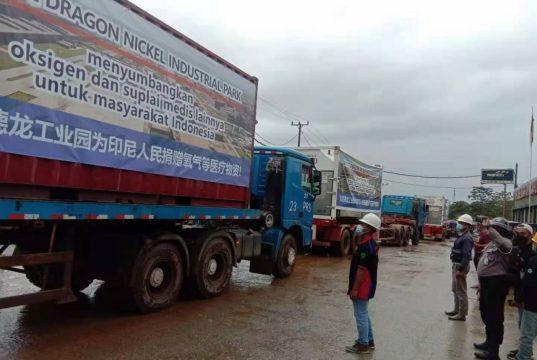 Detik-detik pemberangkatan truk kontainer yang mengangkut bantuan oksigen dan alat kesehatan PT. Virtue Dragon Nikel Industri Park (VDNIP) menuju Jakarta.