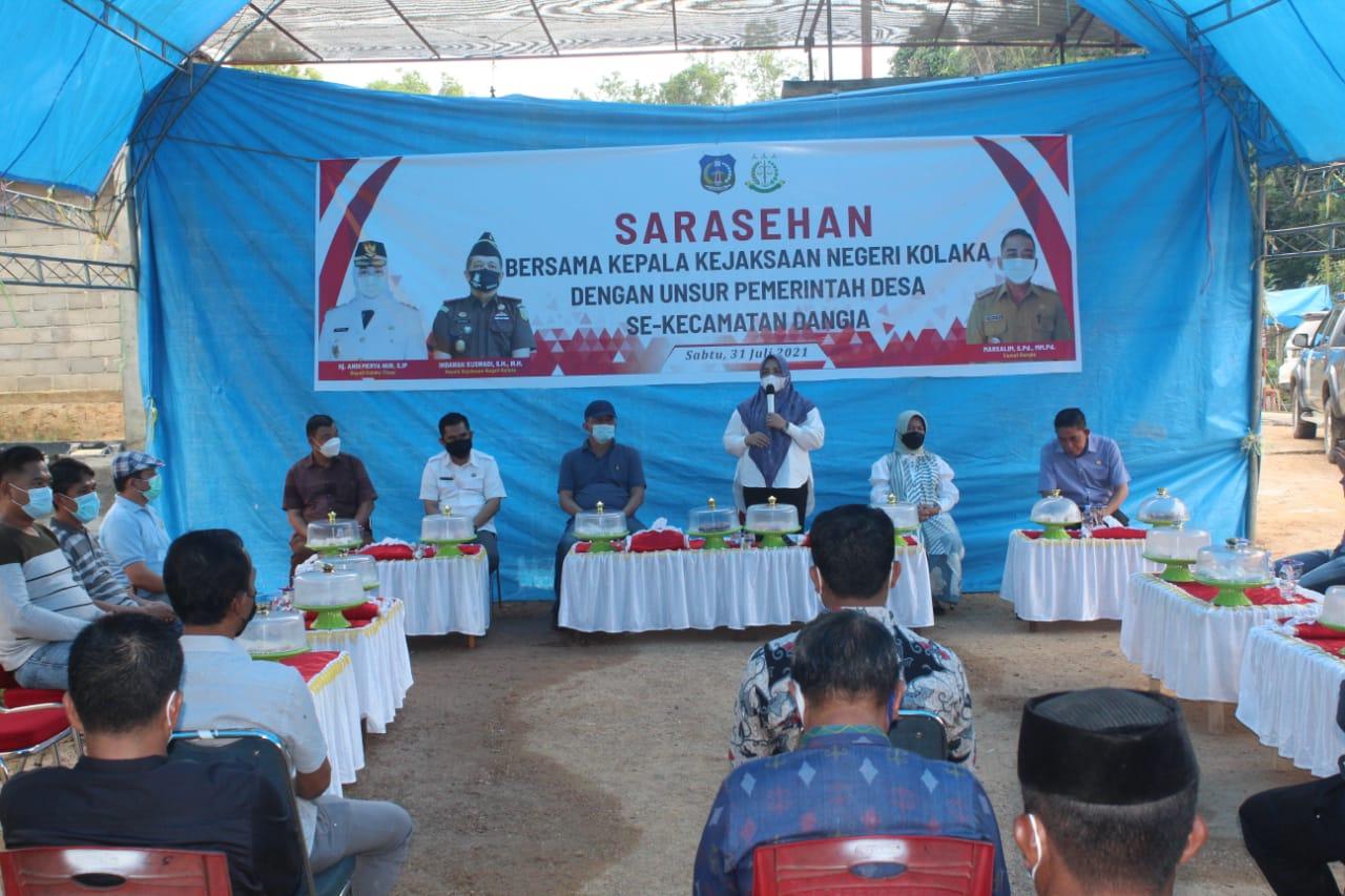 Foto: Iwal/Kabaranoa.id Ketgam. Bupati Koltim, Andi Merya Nur saat menyampaikan arahan kepada aparat desa