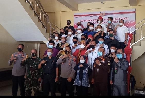 Deklarasi damai kepolisian bersama pemerintah dan kerukunan suku dan agama dalam menjaga kedamaian, ketertiban dan keamanan di wilayah Kabupaten Kolaka Utara.