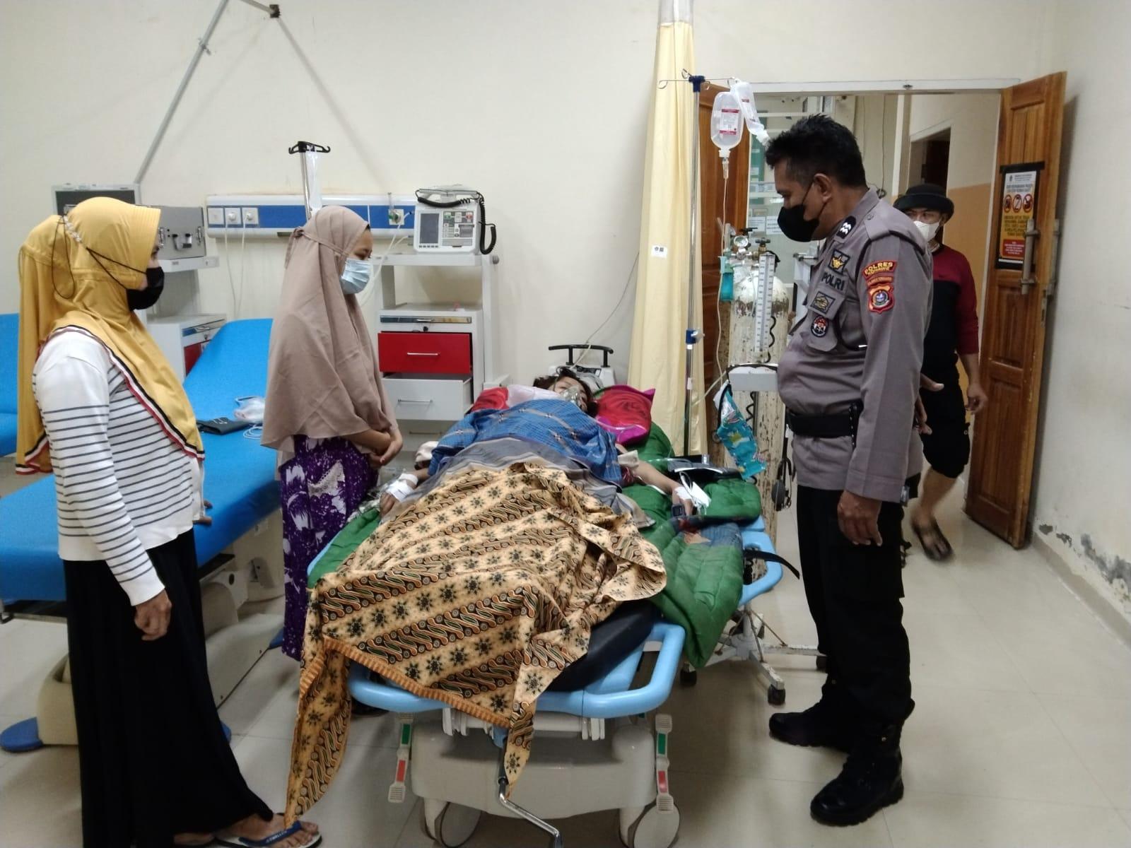 Korban Ningsi (26 tahun) saat dirawat di RSU Kota Kendari usai mengalami luka akibat ditikam suaminya sendiri. (Foto/Polsek Bondoala)