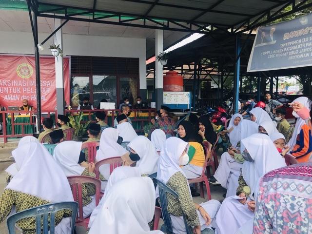 BIN Daerah Sultra Gelar Vaksinasi Massal Pelajar dan Door to Door di Konawe